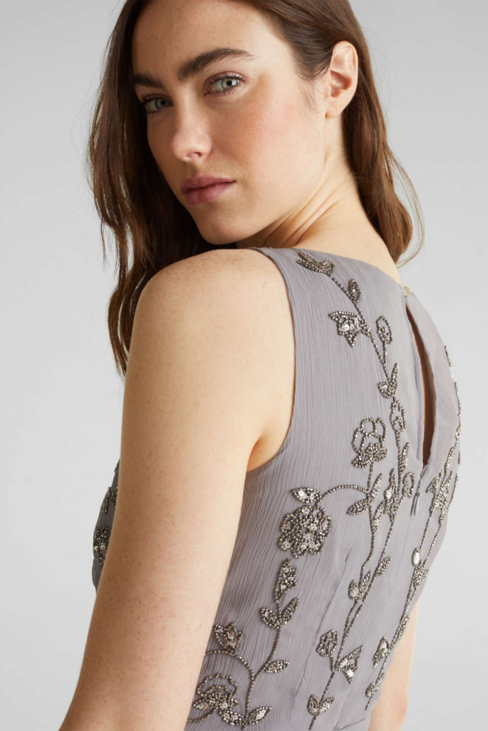 Crinkle chiffon dress with a beaded decoration, GREY, detail image number 3