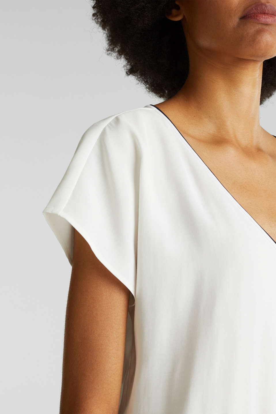 Blouse with contrasting piping, OFF WHITE, detail image number 2