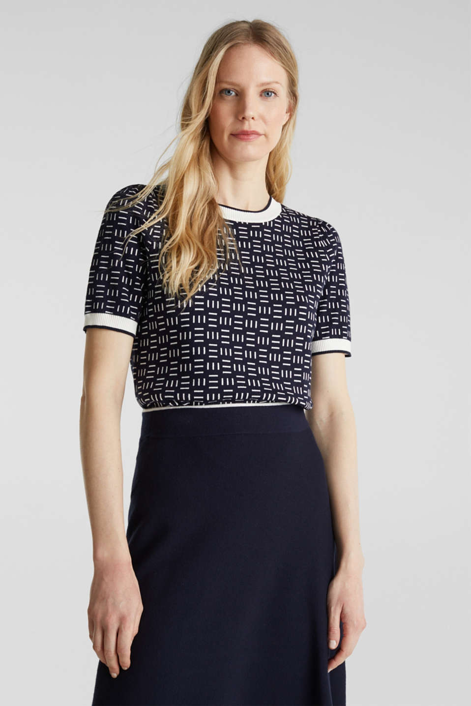 Esprit - Short-sleeved jumper with a jacquard pattern