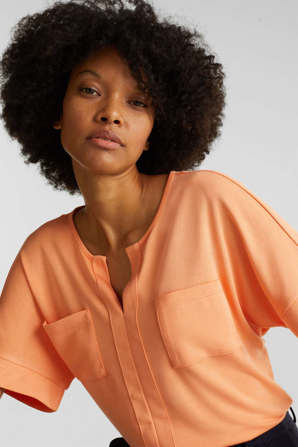 Piqué top with a patch pockets, ORANGE, detail image number 4