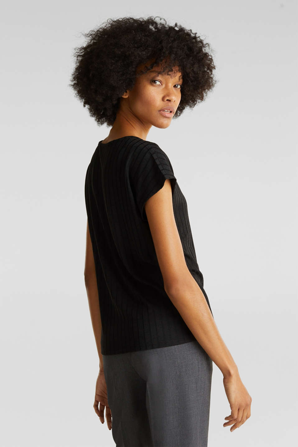 V-neck T-shirt with a ribbed texture and stretch, BLACK, detail image number 2