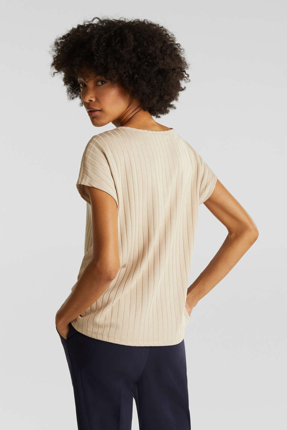 V-neck T-shirt with a ribbed texture and stretch, LIGHT BEIGE, detail image number 2
