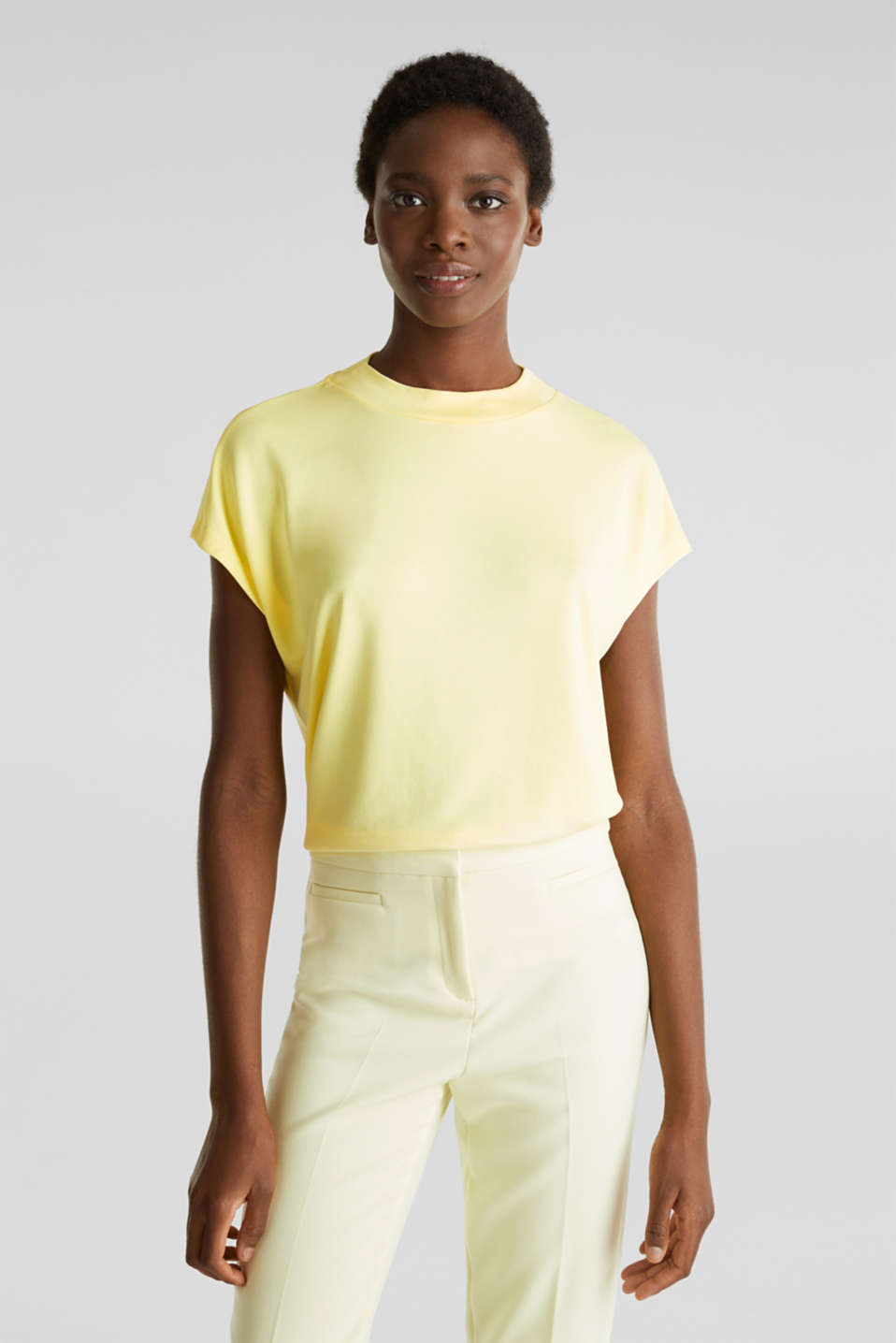 Esprit - Piqué top with a wide neckline trim