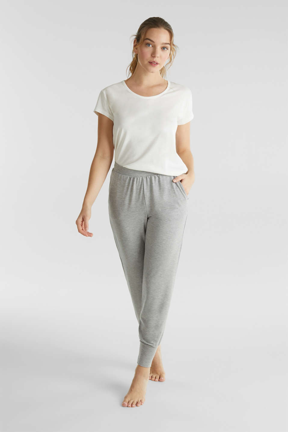 Esprit - Stretch trousers with LENZING™ ECOVERO™ viscose