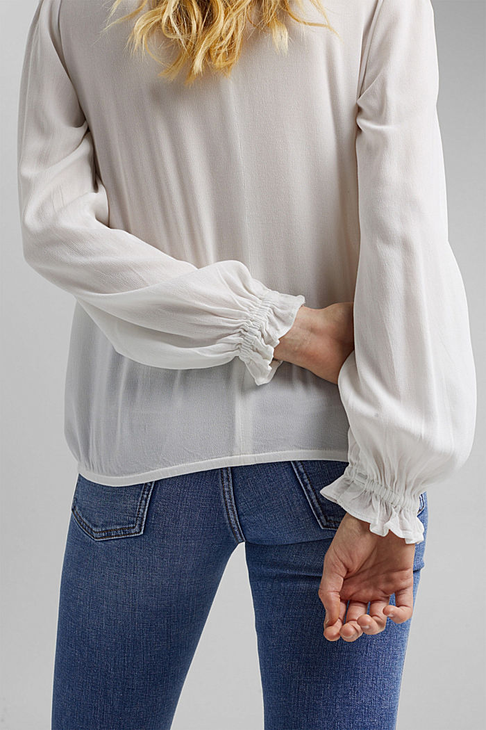 Dainty blouse made of LENZING™ ECOVERO™, OFF WHITE, detail image number 5