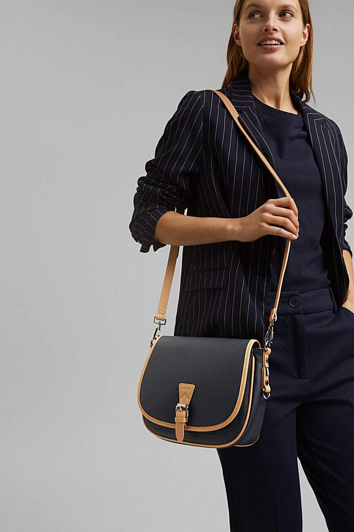 Susie T.: Schultertasche in Saddle-Stil