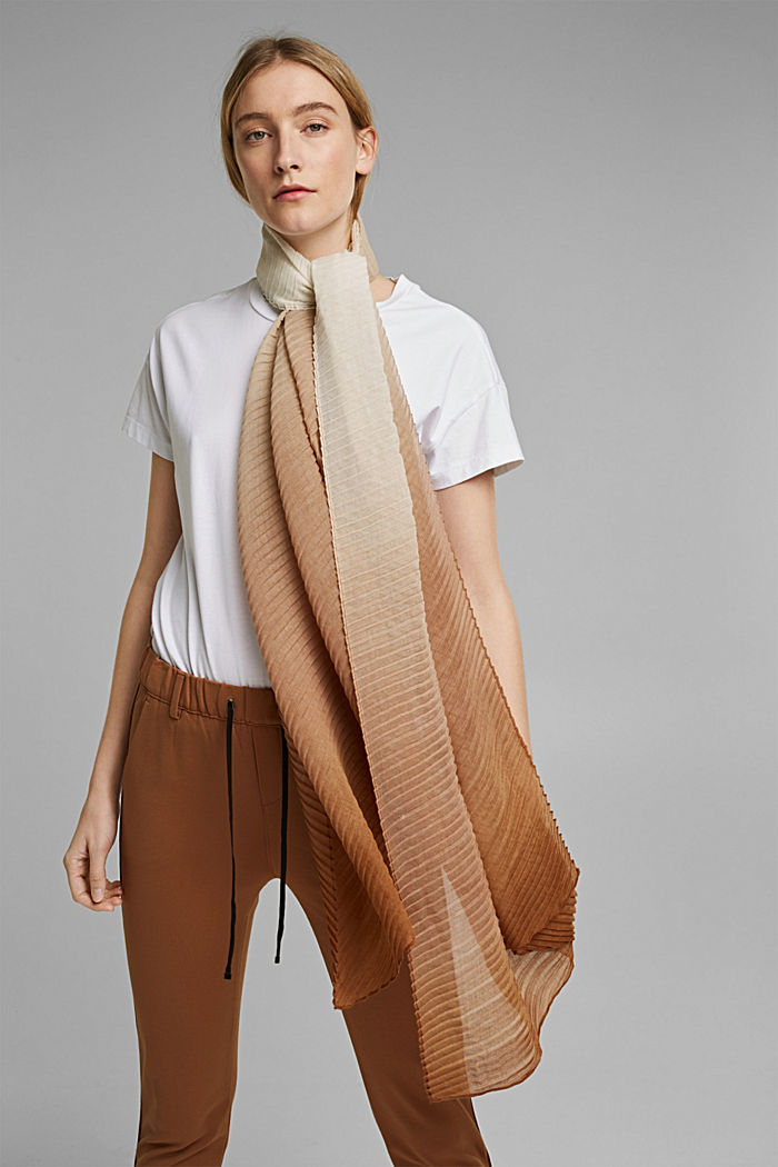 Recycled: Scarf with accordion pleats