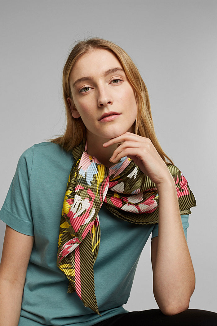 Recycled: Pleated scarf with a satin finish, KHAKI GREEN, detail image number 1