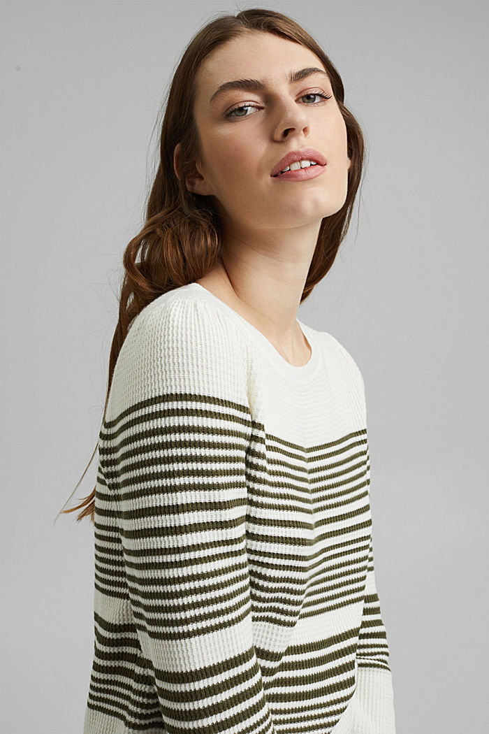 Textured jumper containing organic cotton