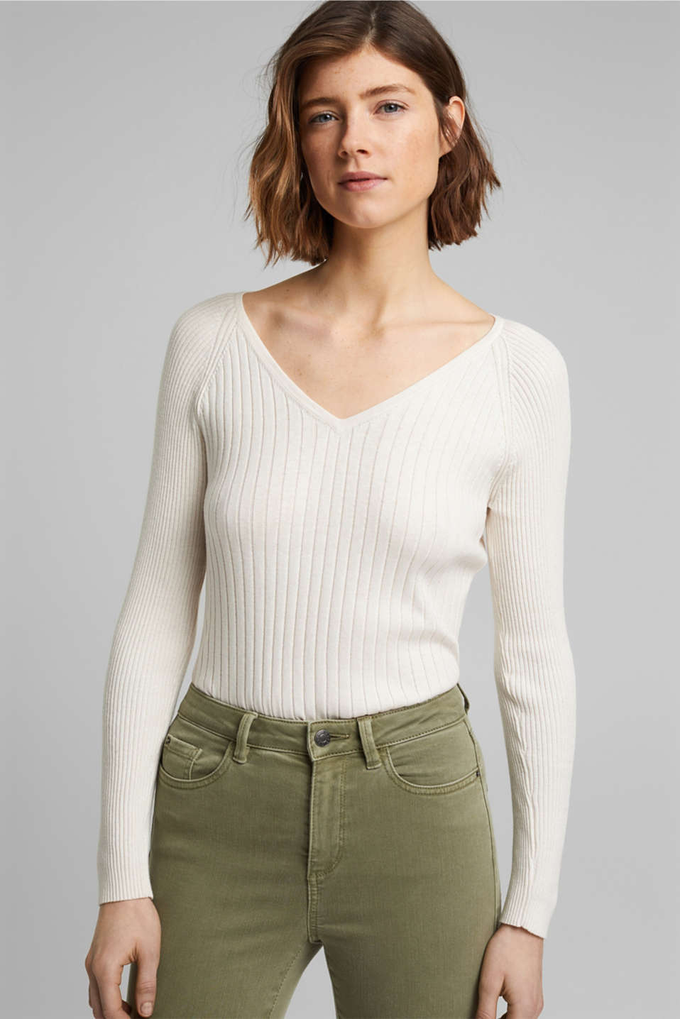 Esprit - Silk blend: Ribbed jumper with a V-neckline