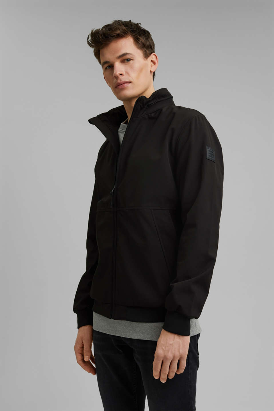 Esprit - Recycled: softshell jacket with hood