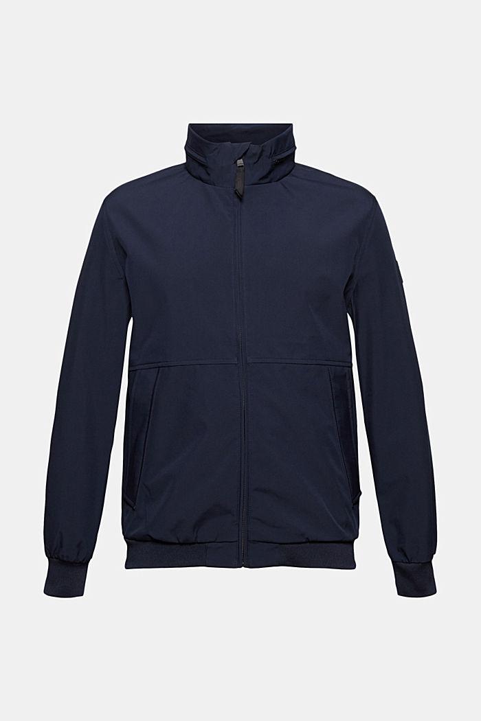 En matière recyclée: la veste softshell à capuche