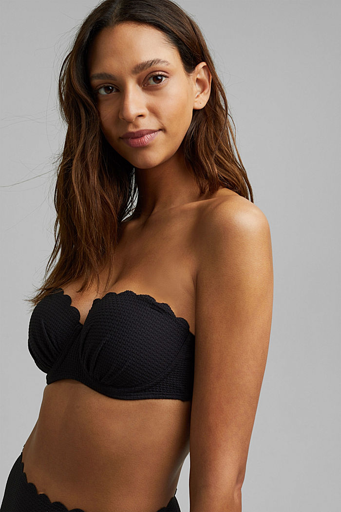 Underwire top with texture and a wavy edge