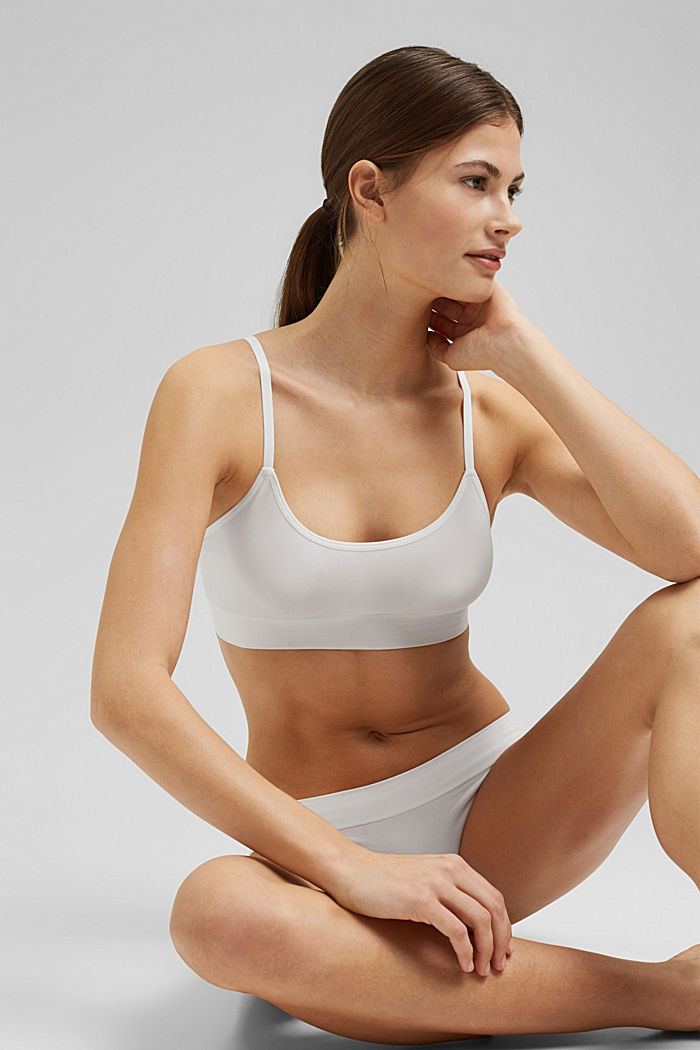 Virtually seamless unpadded bra