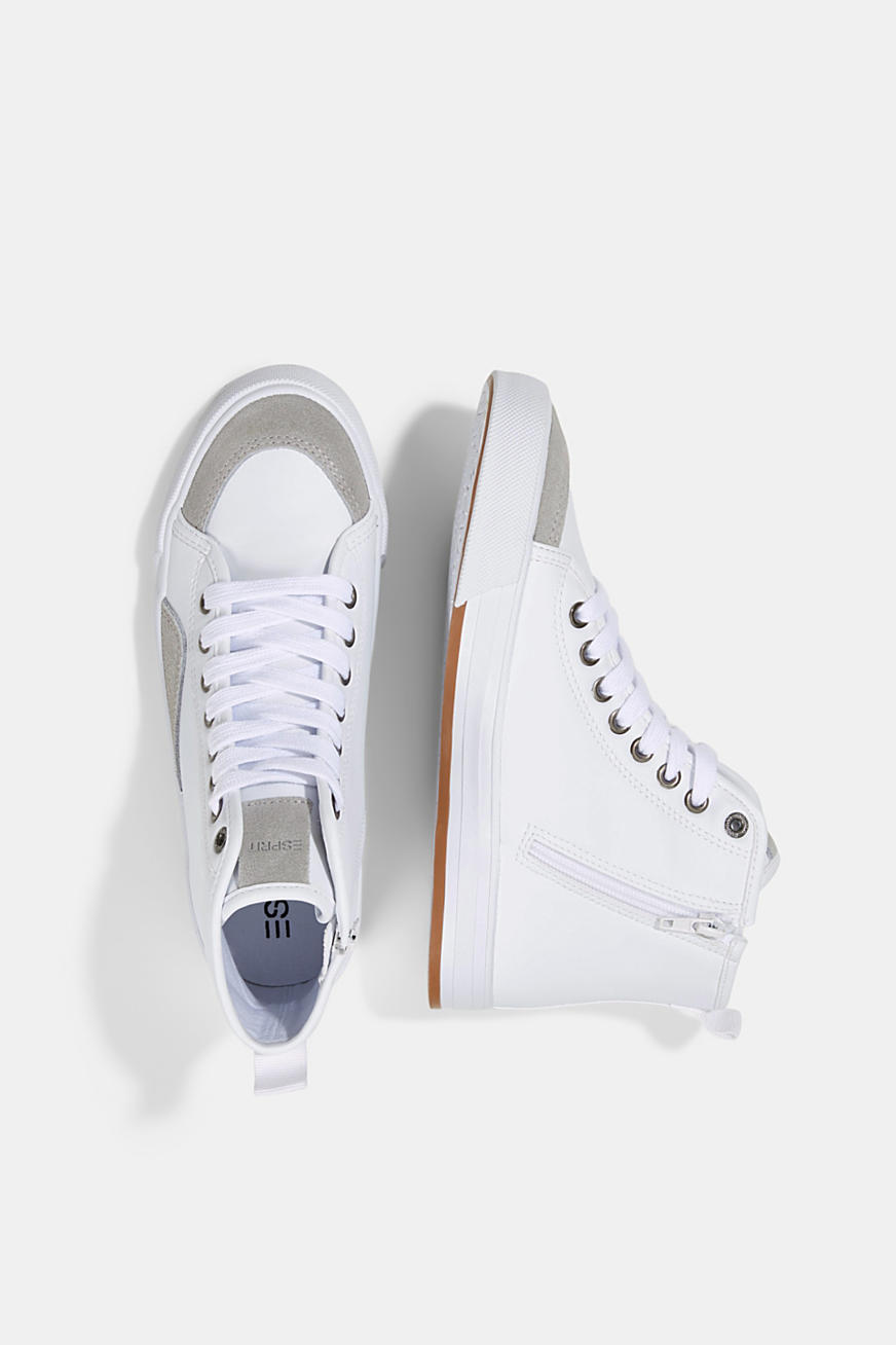 Including leather: High-top trainers in a mix of materials