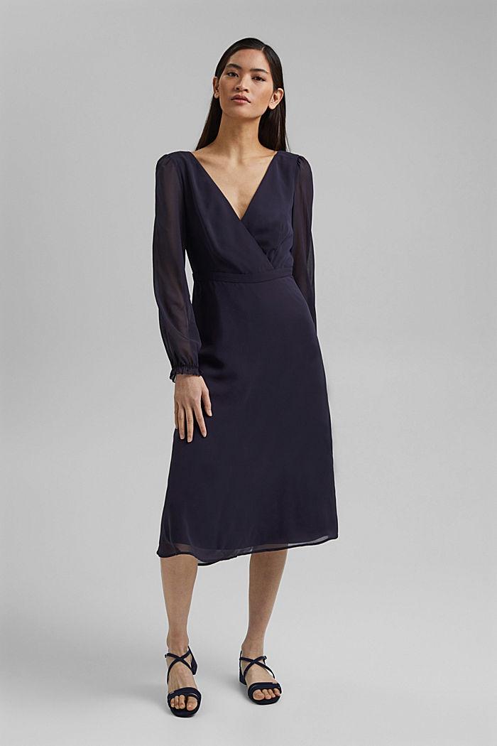 Z recyklingu: szyfonowa sukienka z detalem z tyłu, NAVY, detail image number 0