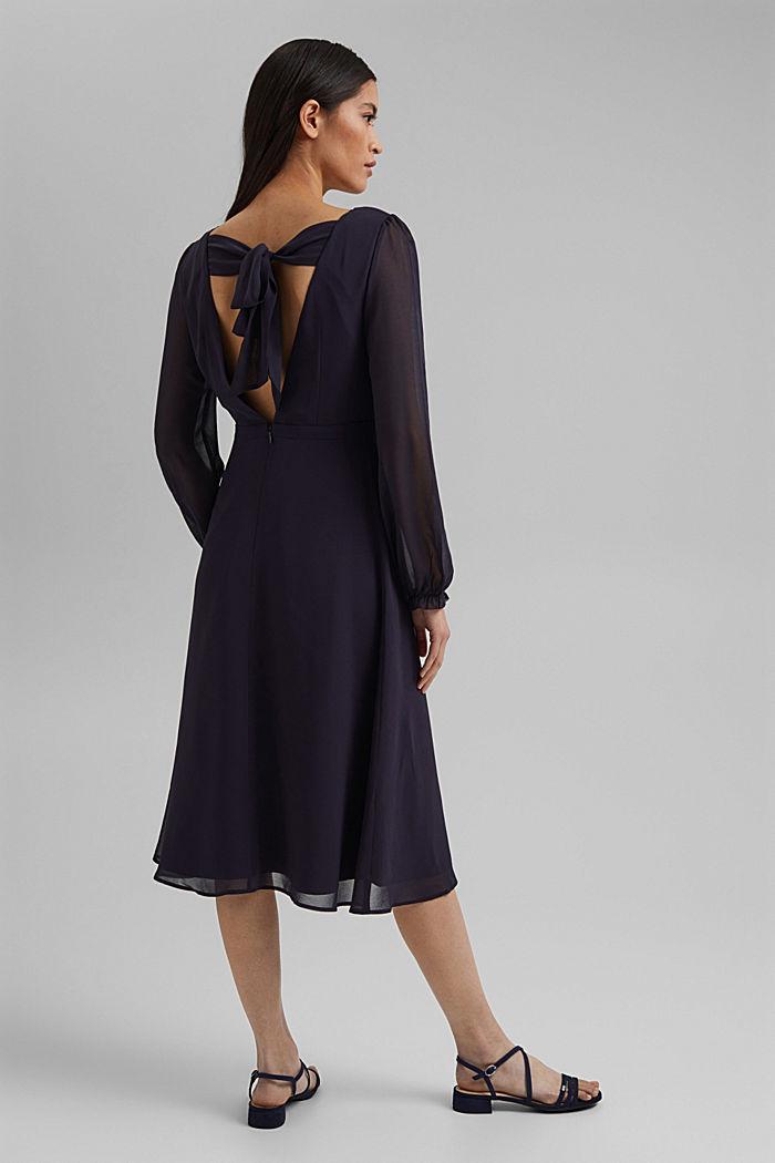 Z recyklingu: szyfonowa sukienka z detalem z tyłu, NAVY, detail image number 2