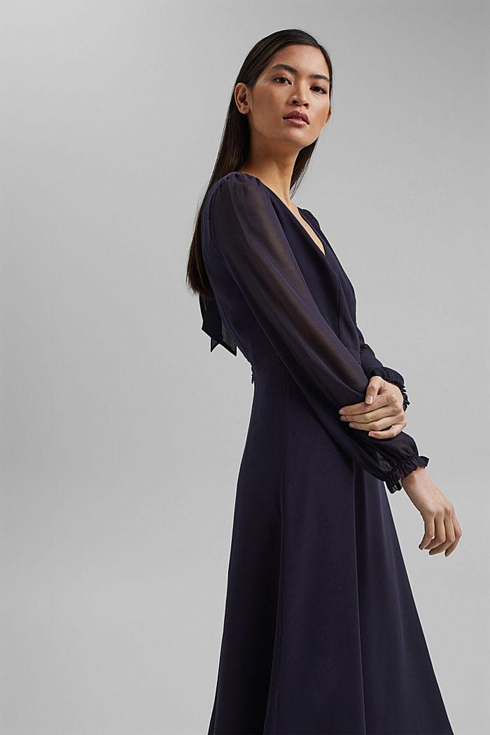 Z recyklingu: szyfonowa sukienka z detalem z tyłu, NAVY, detail image number 5