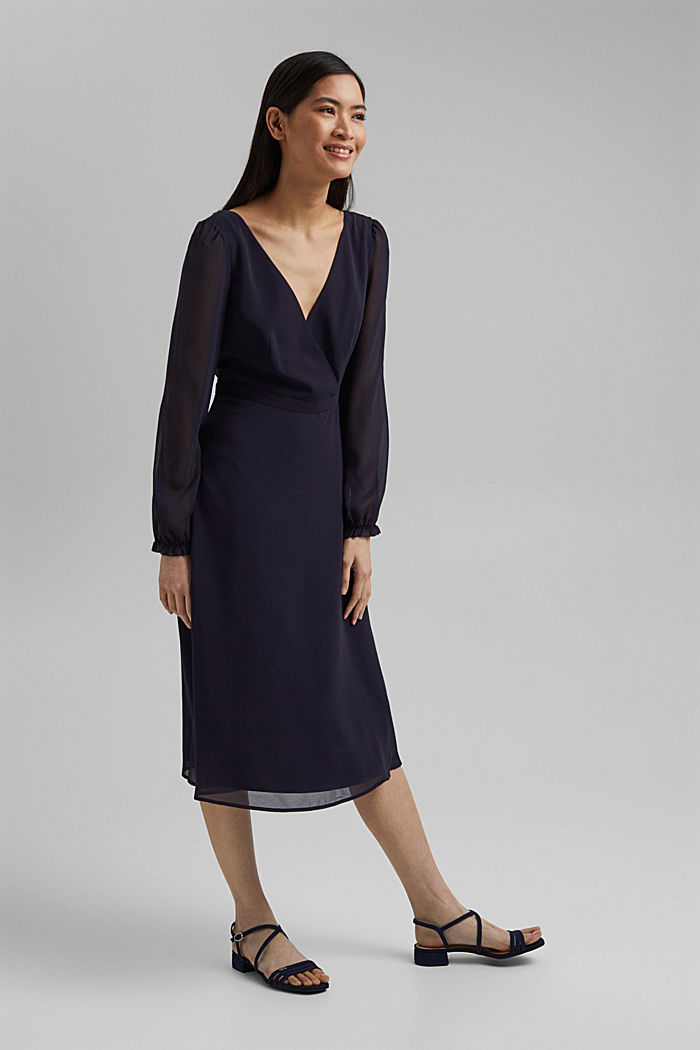 Z recyklingu: szyfonowa sukienka z detalem z tyłu, NAVY, detail image number 1