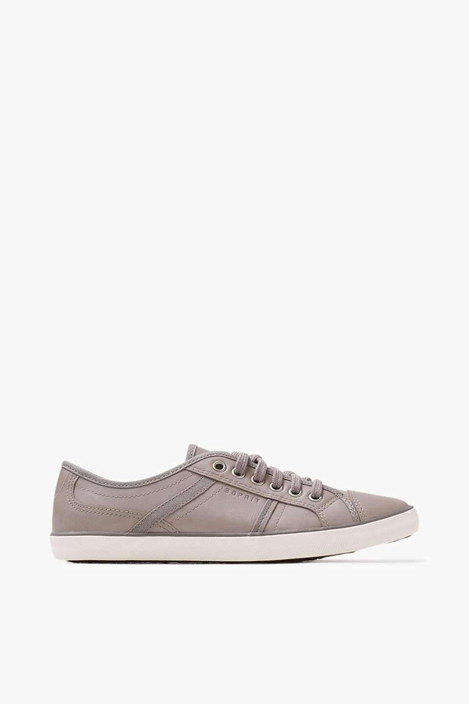 An everyday fave: Trainers with a flat rubber outsole in imitation smooth leather