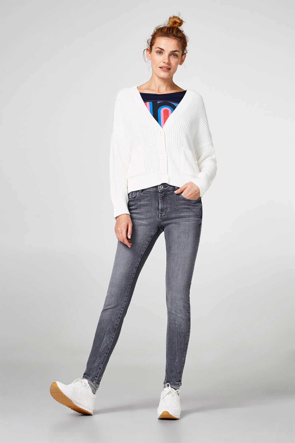 Grey, ankle-length jeans