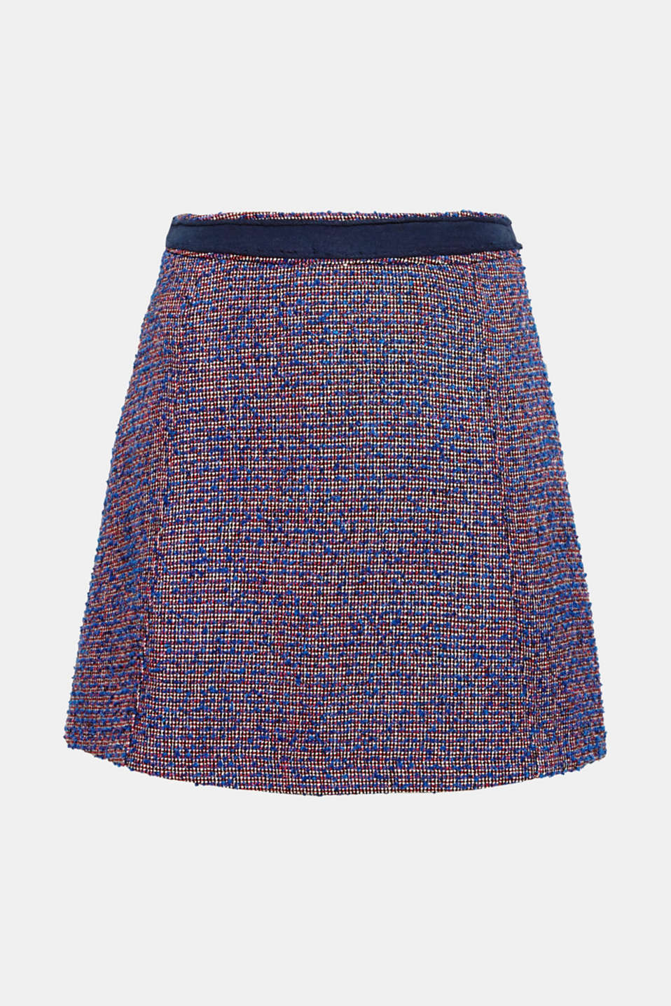 We love texture! The elegant bouclé fabric makes this mini skirt a fashionable eye-catching piece with its knotted look.
