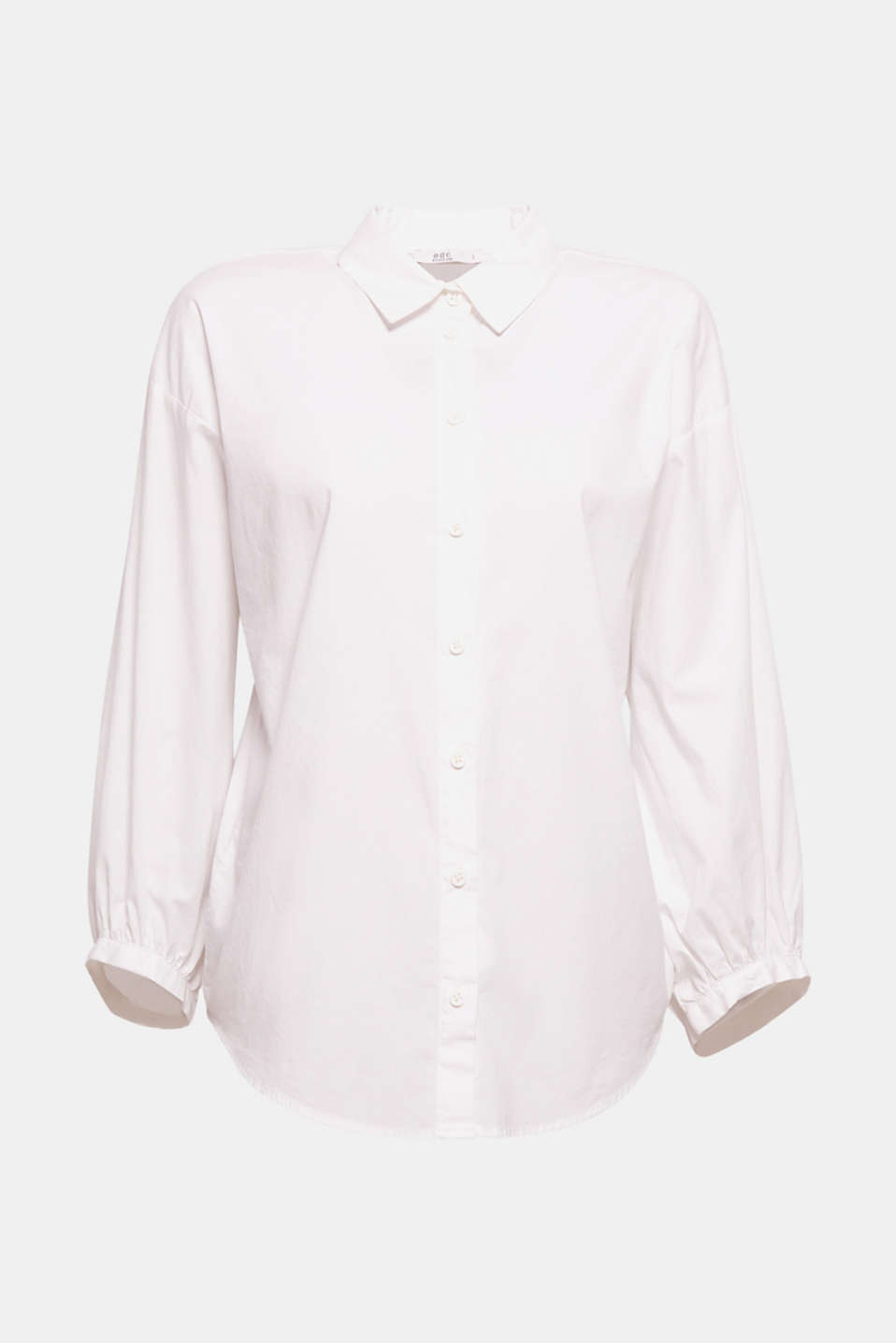 The straight, boxy silhouette with wide balloon sleeves gives this shirt blouse a new, trendy look.