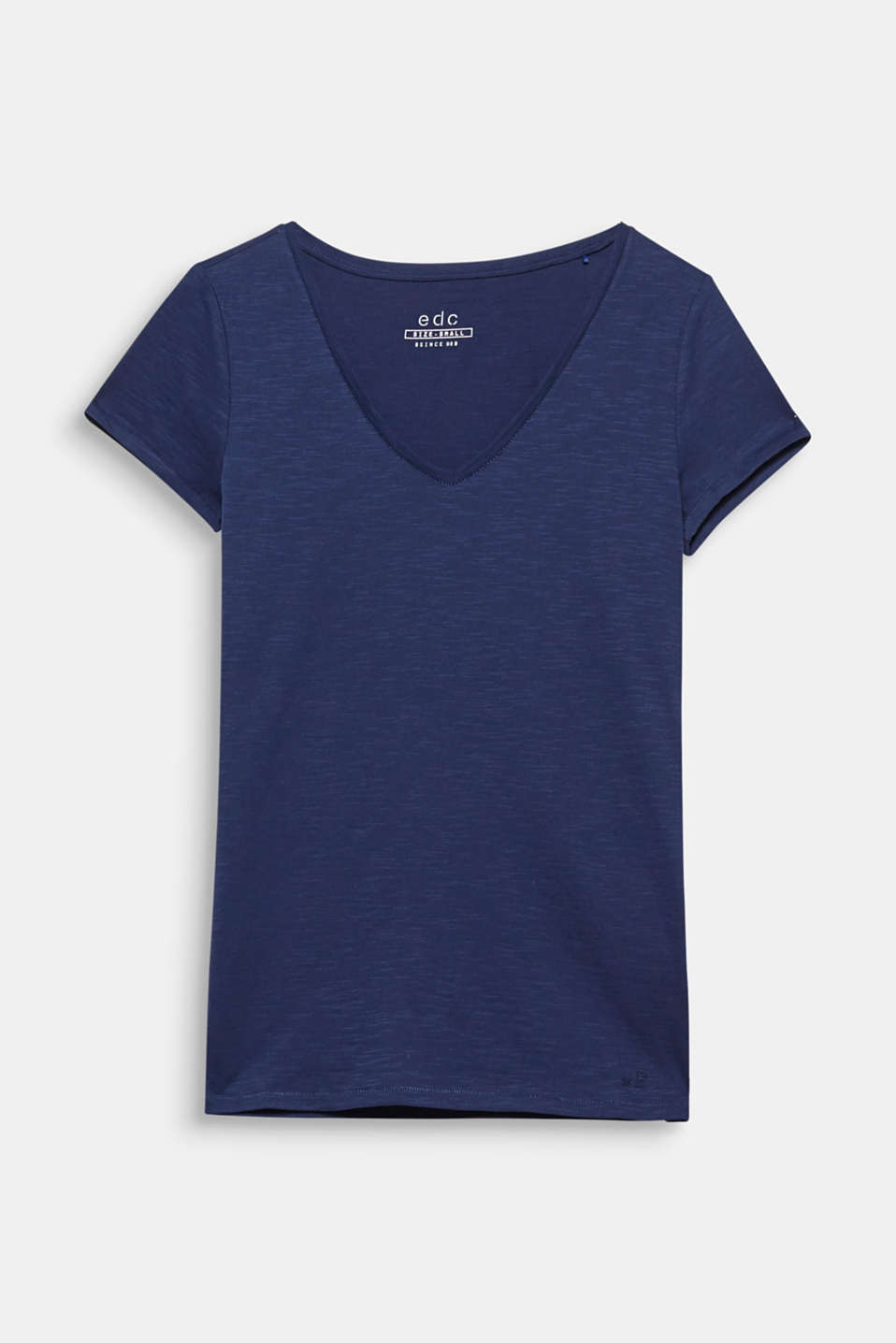 A must-have fashion basic: fitted T-shirt with a round neckline made of 100% cotton.