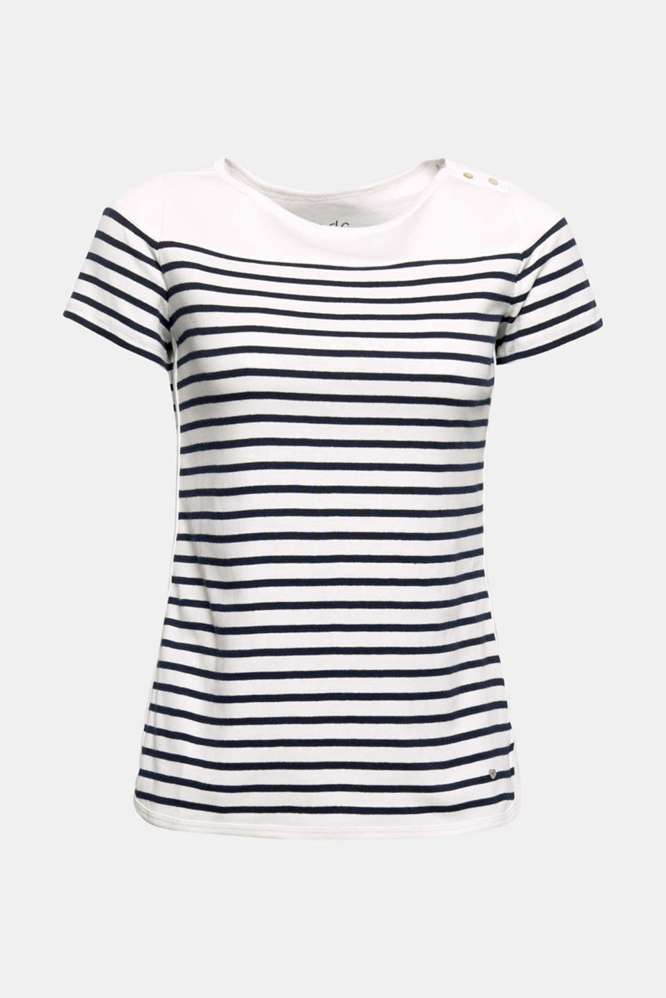 The sporty look and the classic striped look give this T-shirt an urban look.