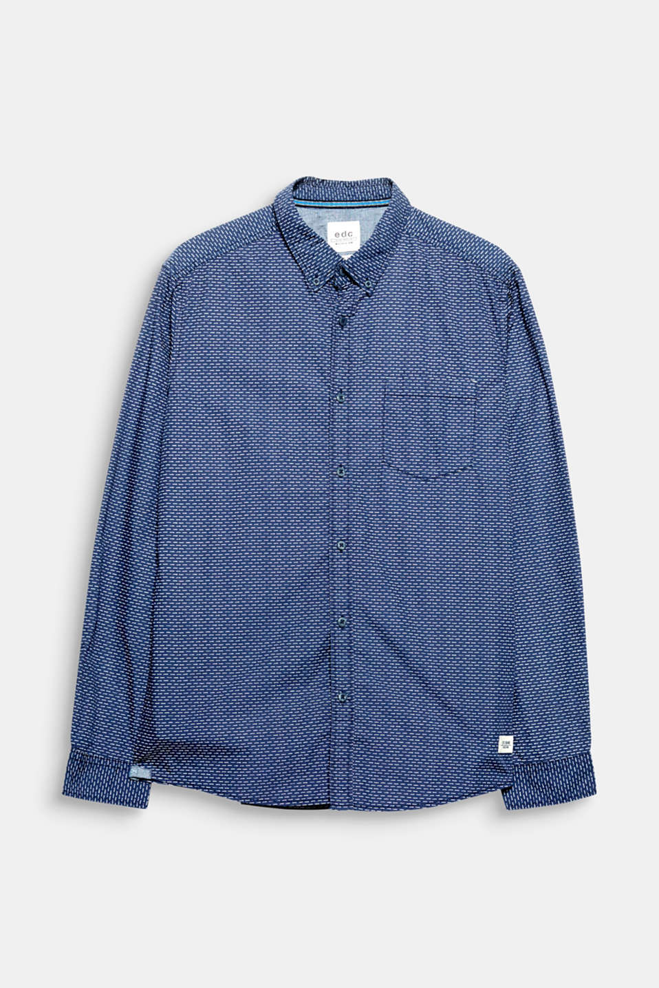 The minimal print and cool design give this shirt an urban look.