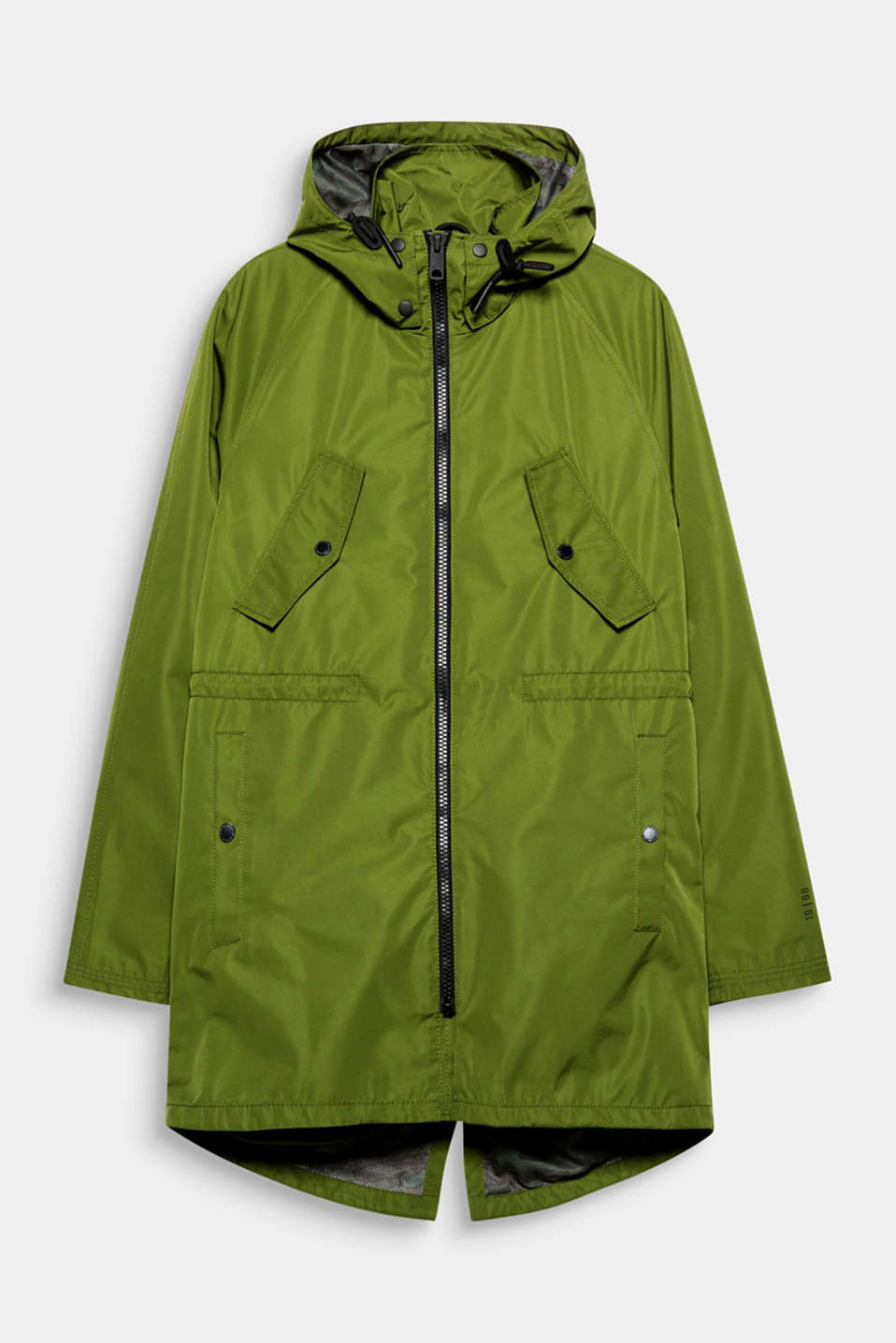Perfect for between the seasons: this long rain parka with hood and a funnel collar.