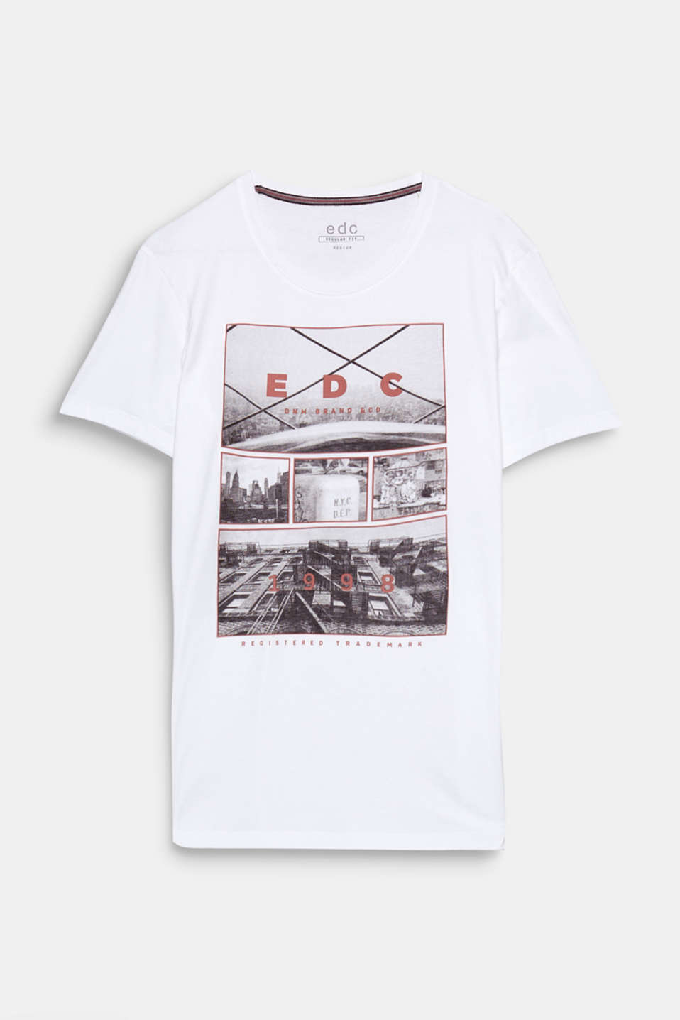 The photo print in a high-quality black and white look gives this t-shirt its urban look.