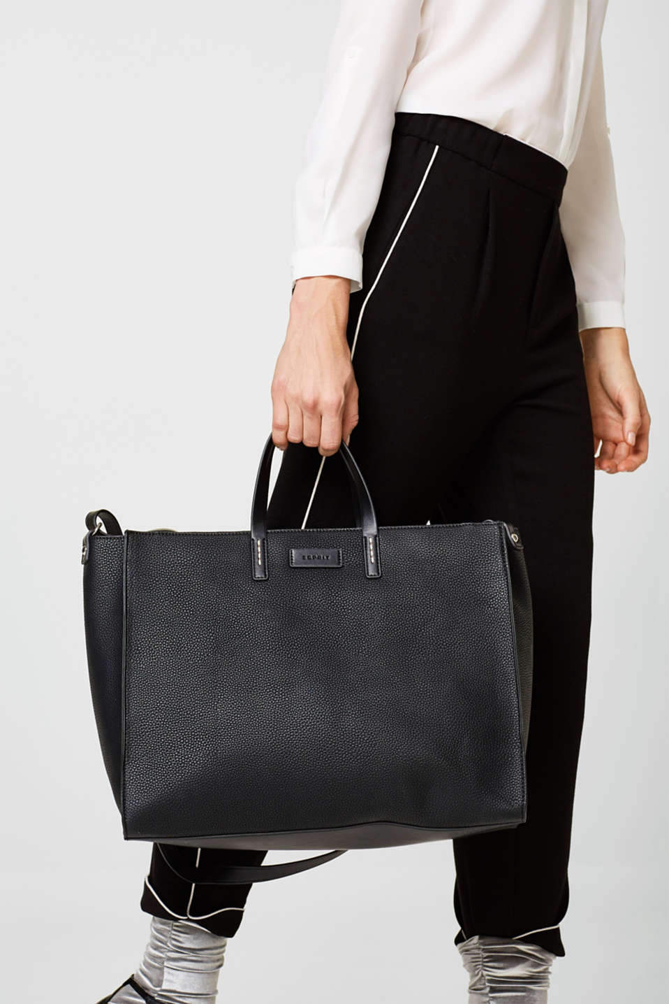Shopper in textured faux leather