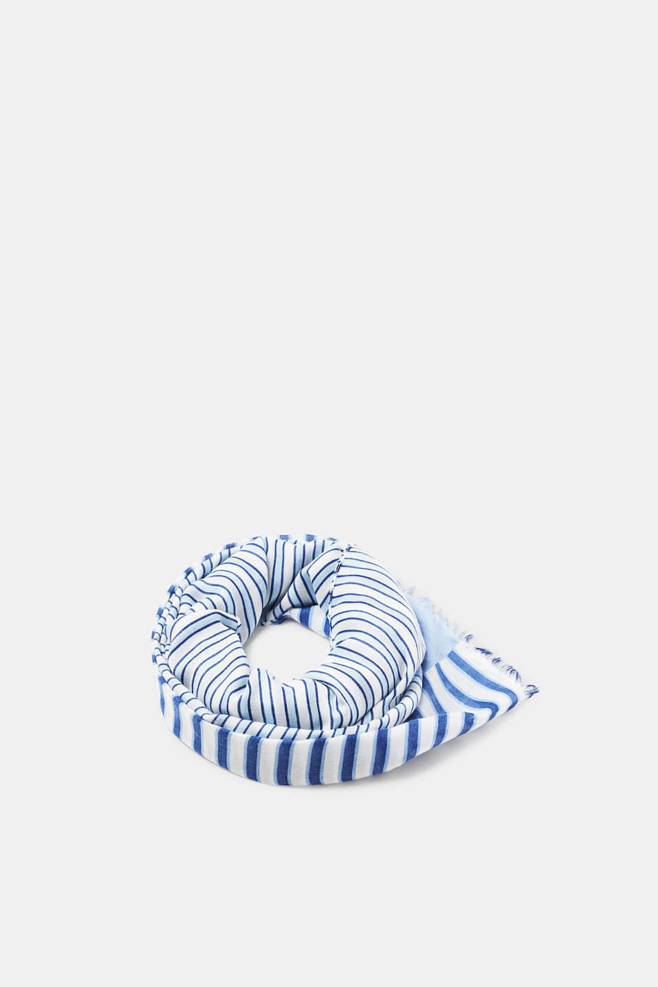 The stylish stripes make this finely flowing scarf in soft, comfy fabric extremely eye-catching.