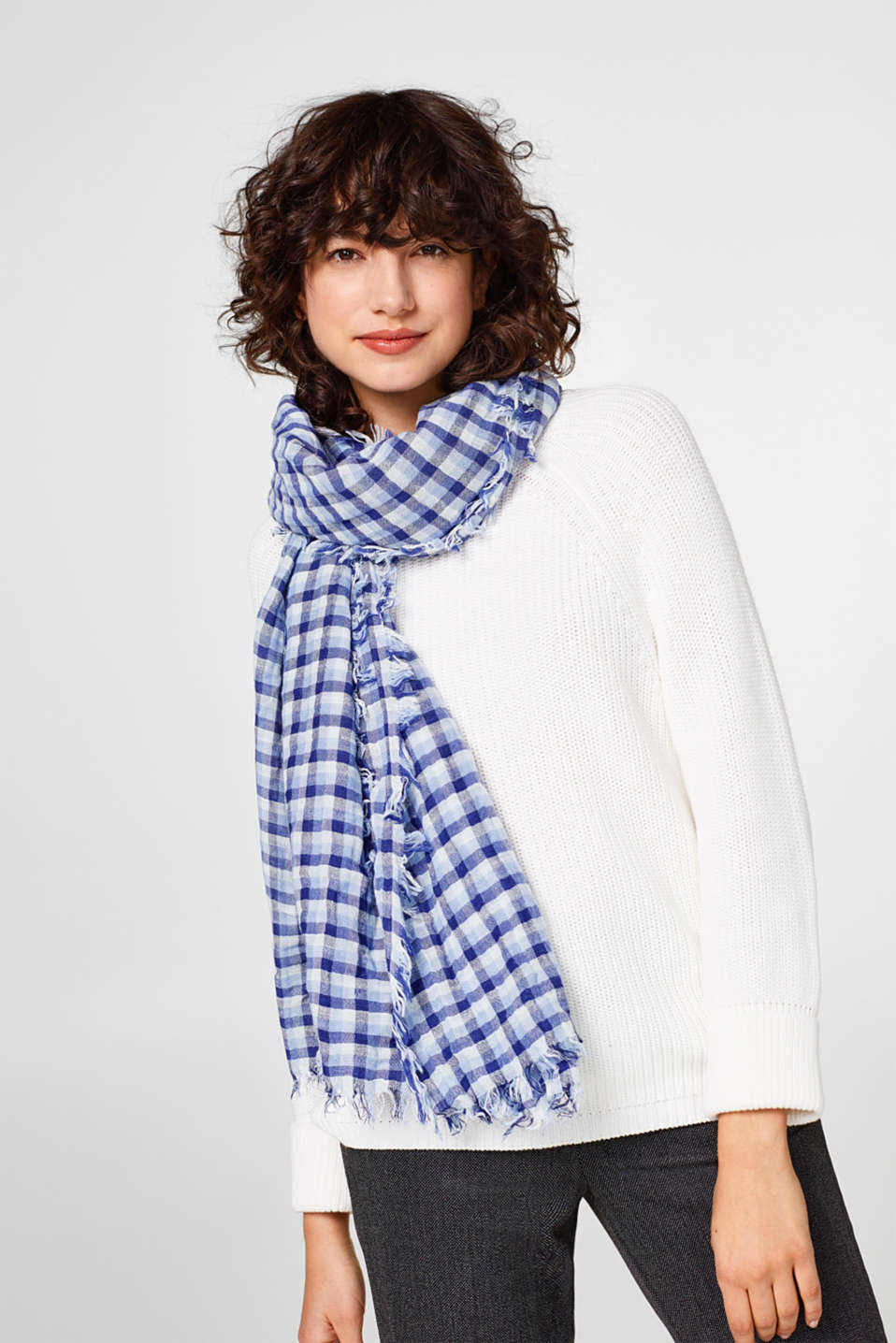 Finely woven check scarf