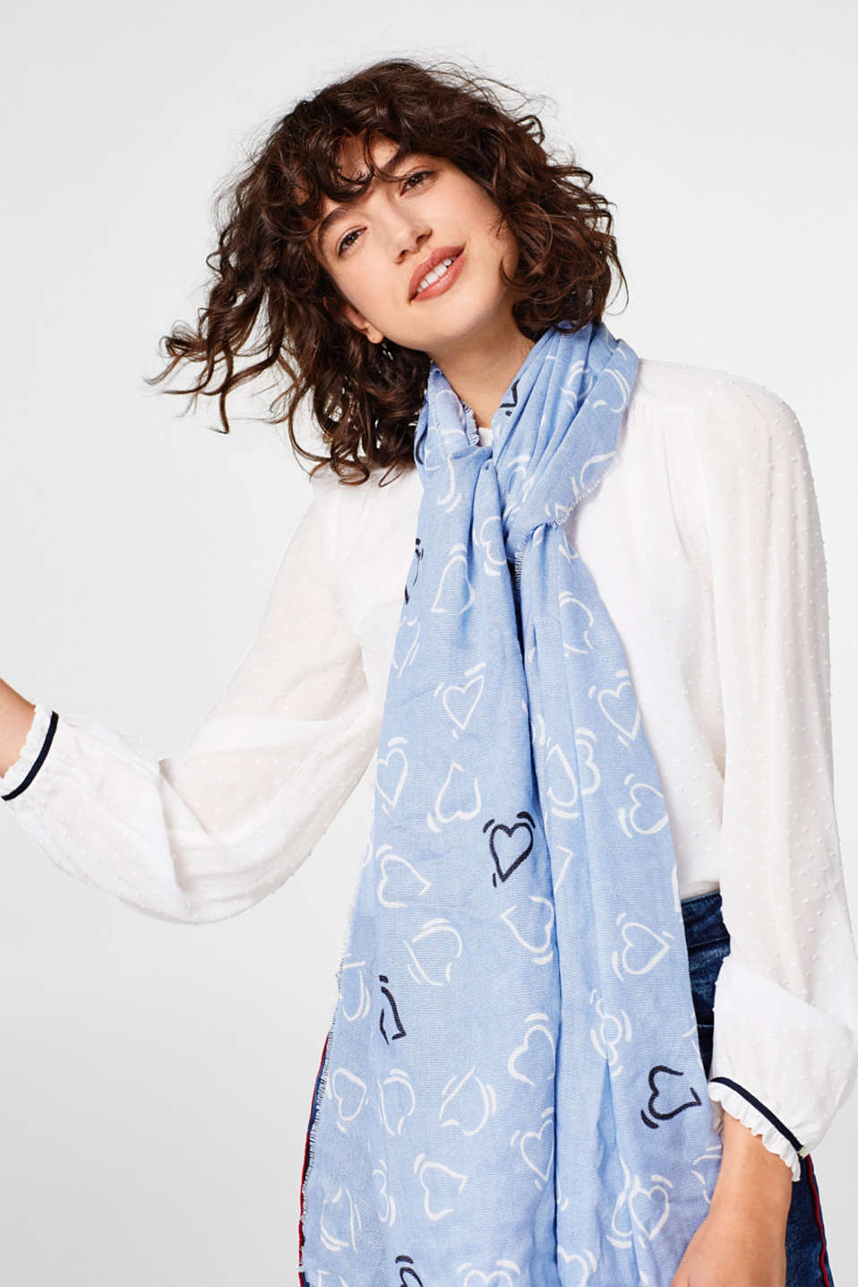 Lightweight woven scarf with a heart print
