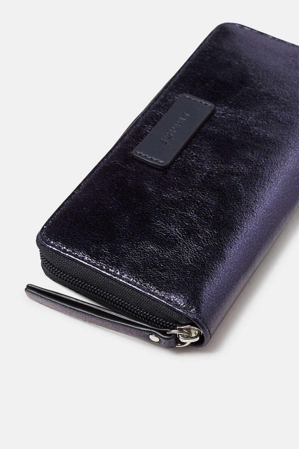 Wallet with a zip, in a trendy metallic look