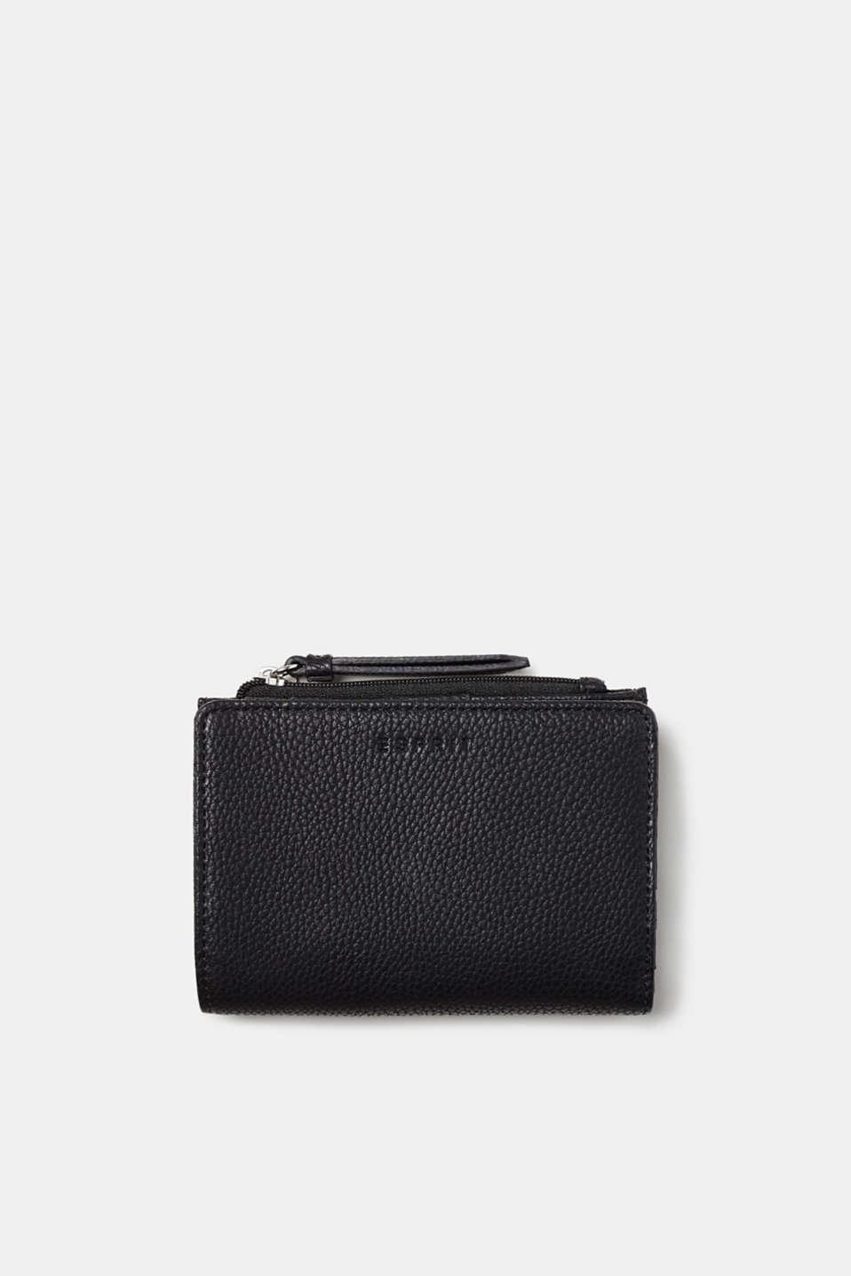 A compact format and enough room for all of your essentials: compact purse in grained faux leather