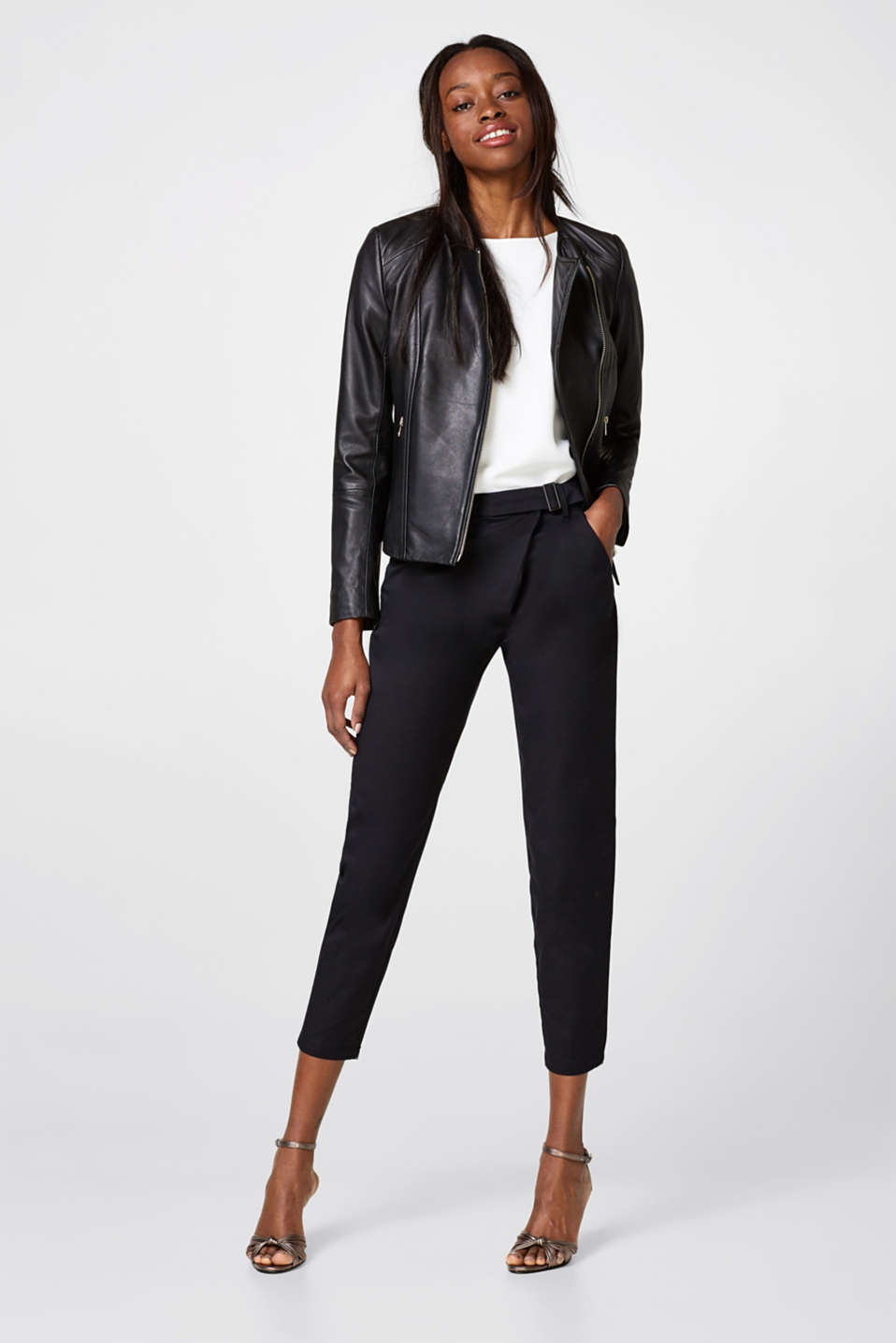 Cropped stretch trousers + wrap-over effect