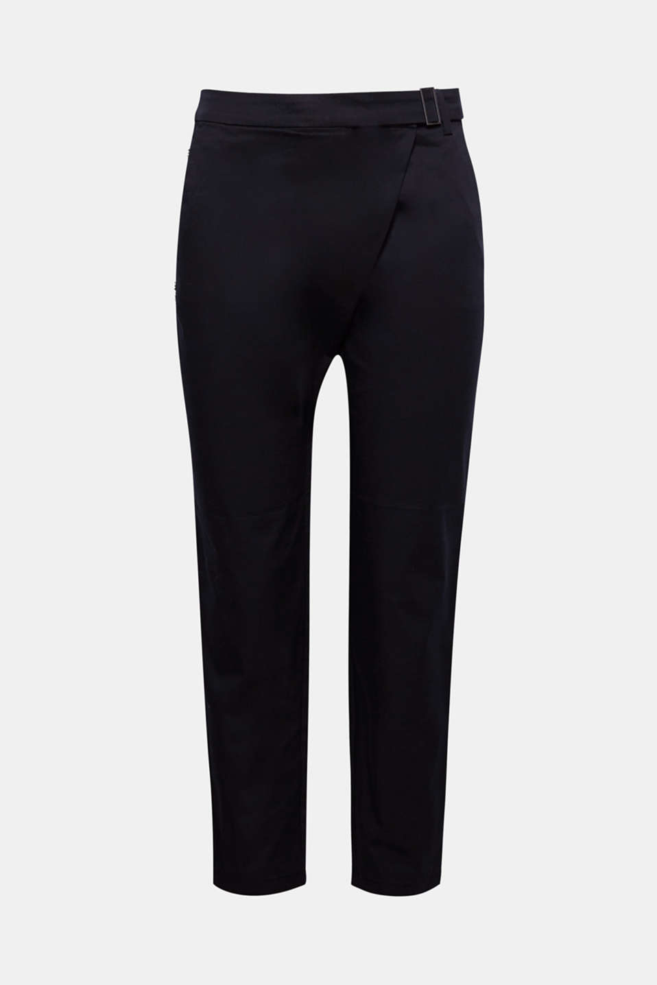 These casual stretch trousers with cropped leg length and wrap-over effect oozes a spring flair!