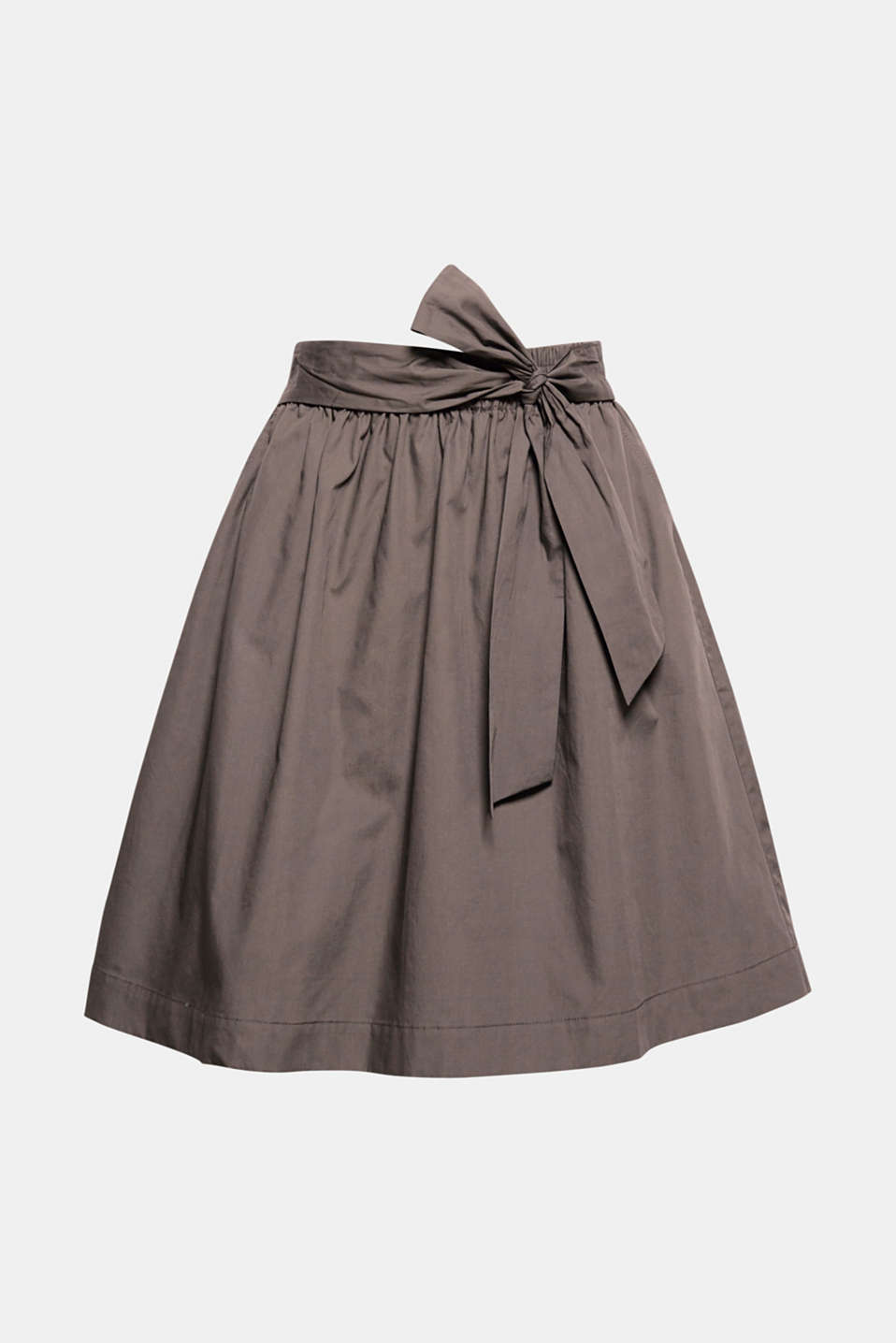 Style this skirt to look sporty or feminine! The pure cotton, the swirling cut and the belt detail make anything possible!