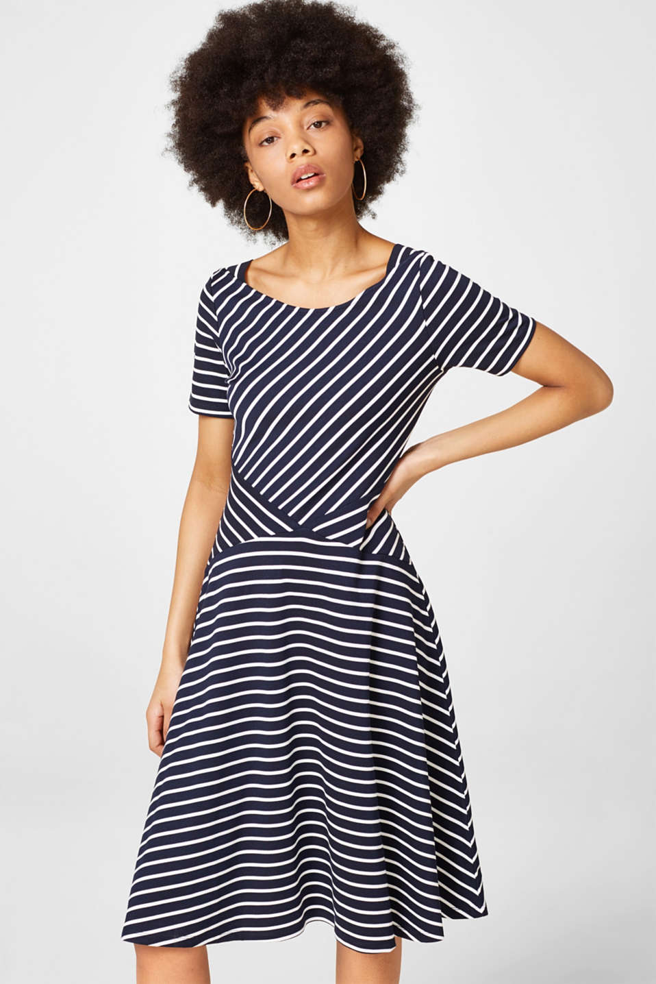 Esprit - Jersey dress with a swirling skirt