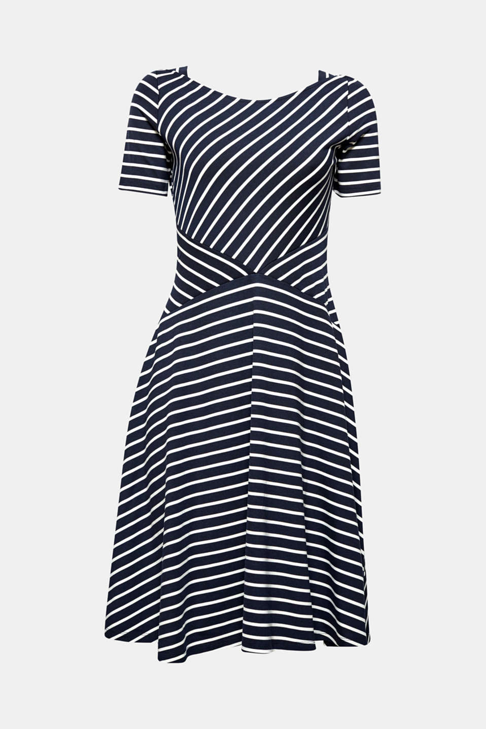 Put on and look great: super easy with this two tone jersey dress with a swirling skirt!
