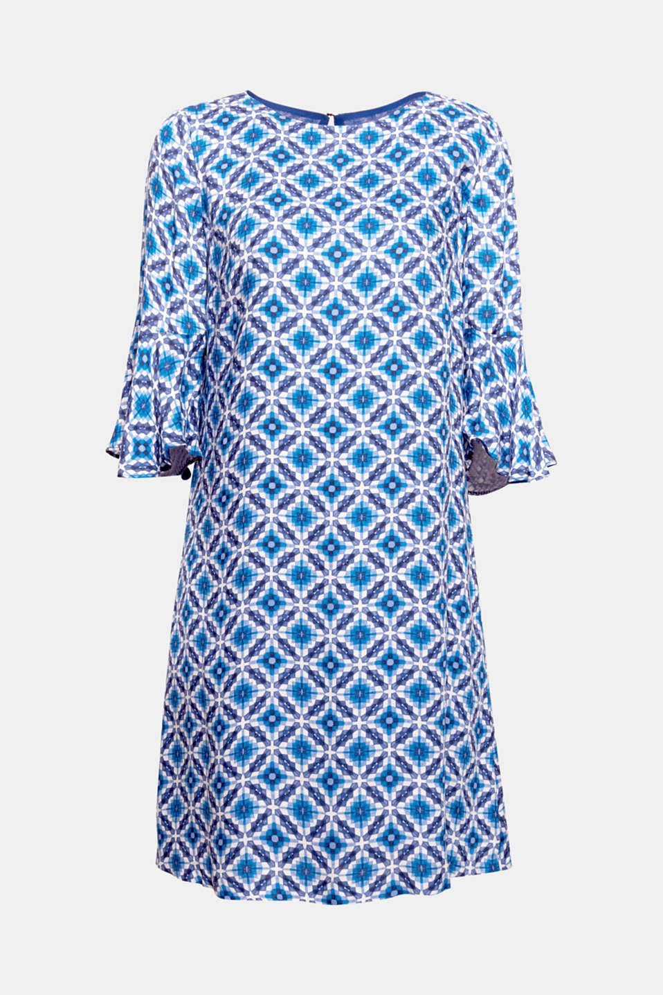 Lightweight material, bold print: this flowing dress with flounce sleeves stands out thanks to the mosaic print!