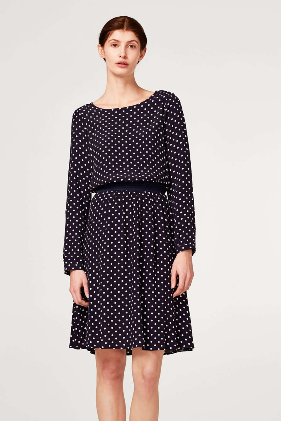Esprit - Flowing dress with a graphic print