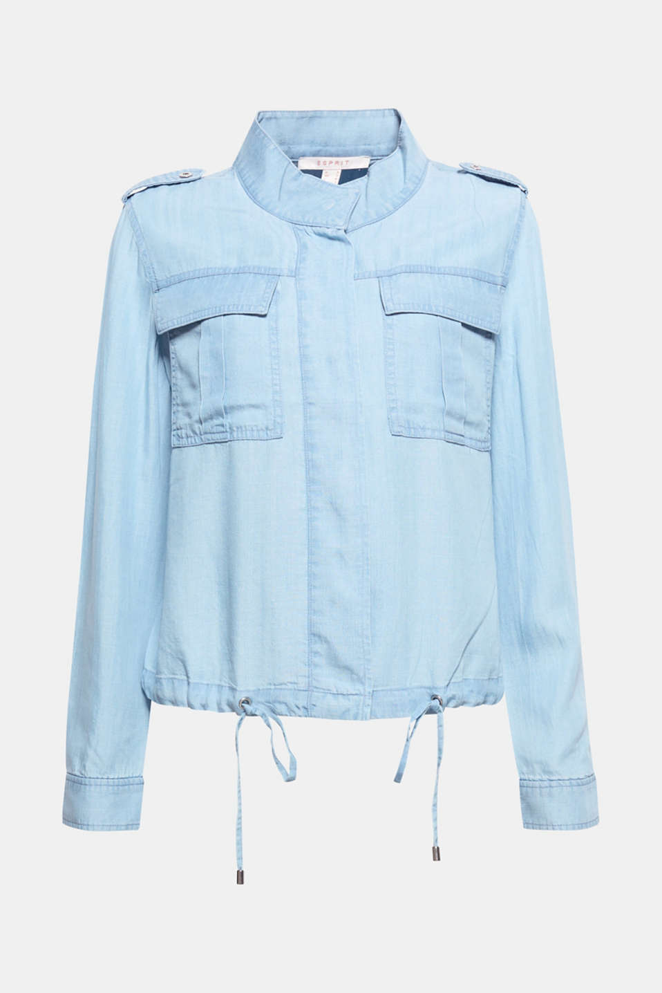 This jacket with trend details is a casual spring style thanks to its lightweight fabric in a pale denim look!