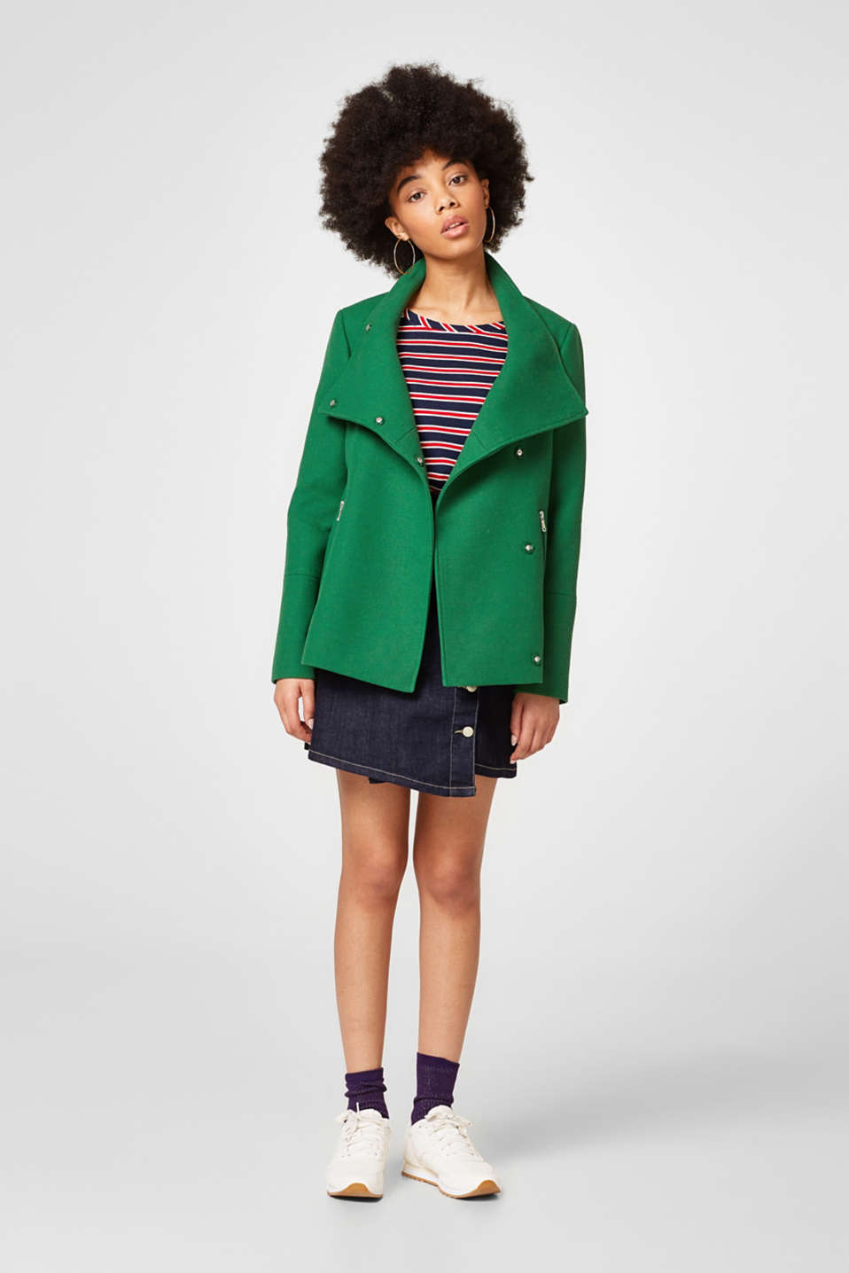 Short jacket + an adjustable stand-up collar