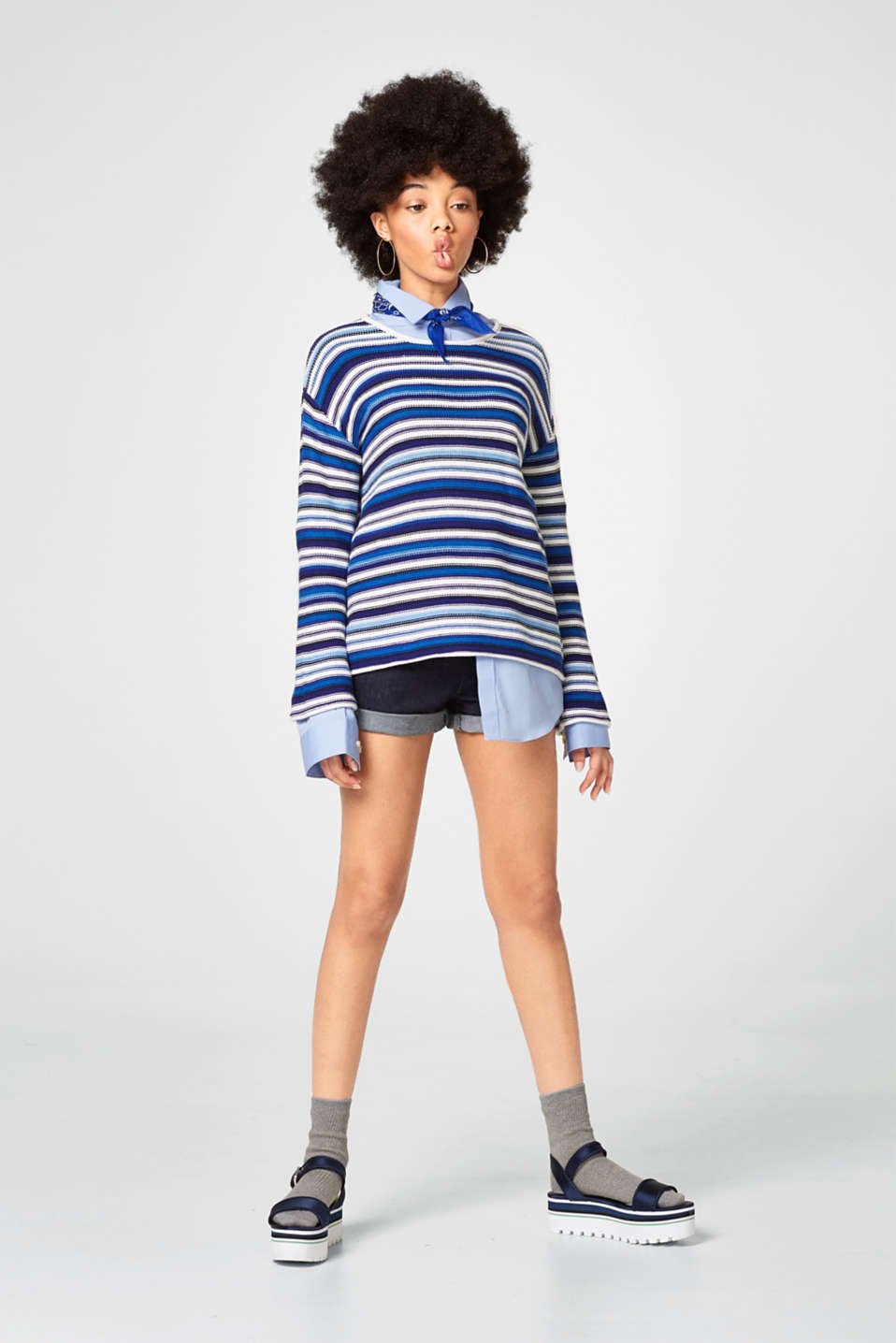 Sporty jumper with trumpet sleeves
