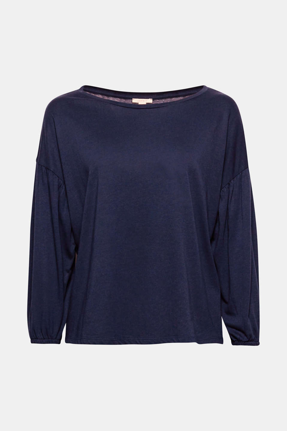 The delicate shimmer of the material and the voluminous balloon sleeves give this long sleeve top its charm!