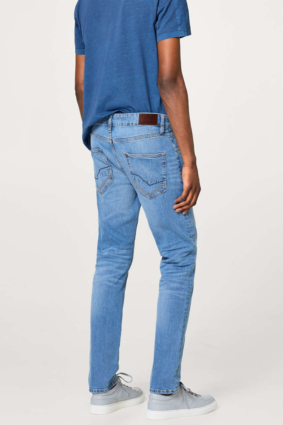 Bright stretch jeans in a light wash